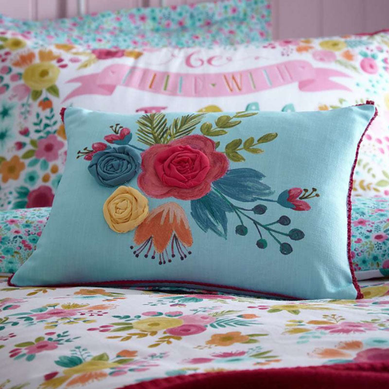 DUN-FRIENDS-AND-FLOWERS-CUSHION